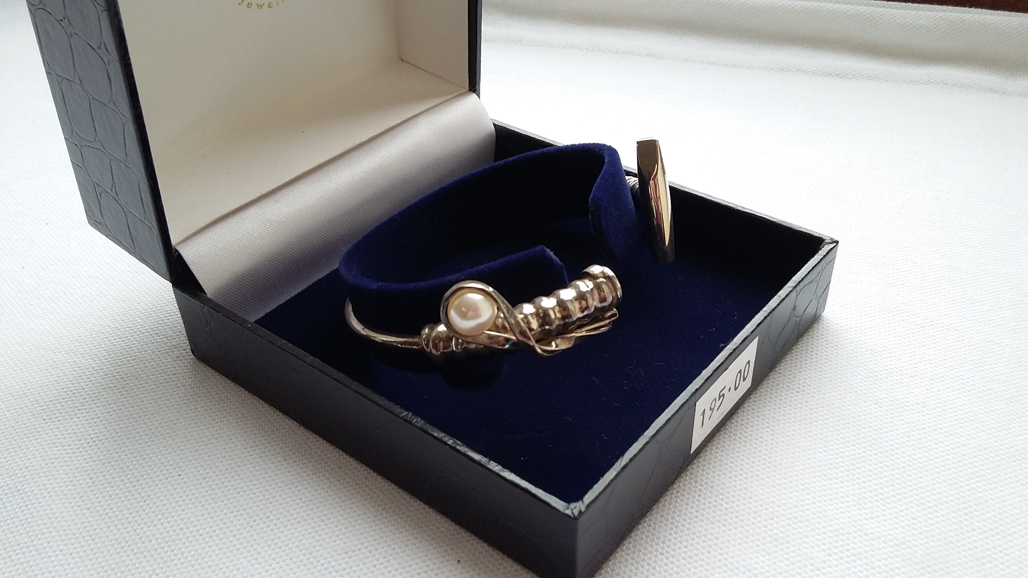 Silver Mallet Bracelet With Pearl